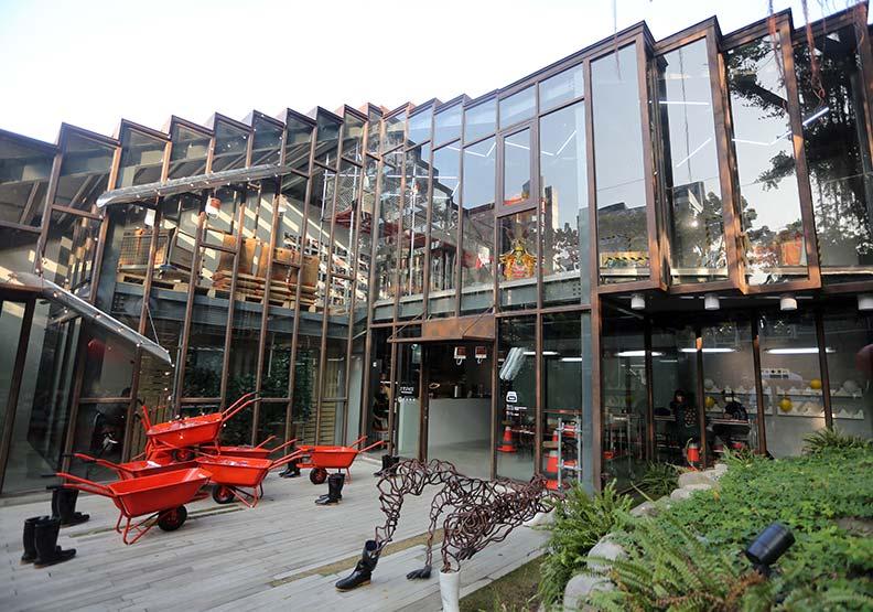 工家美術館 用復古台味演繹工地文化