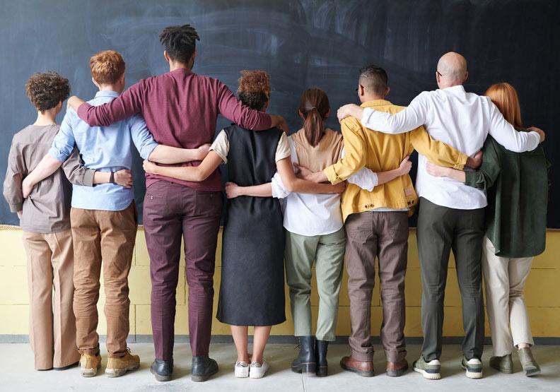 你的合夥人、你的對手、你的敵人,實際上都是你的老師。(僅為情境配圖。取自pexels)