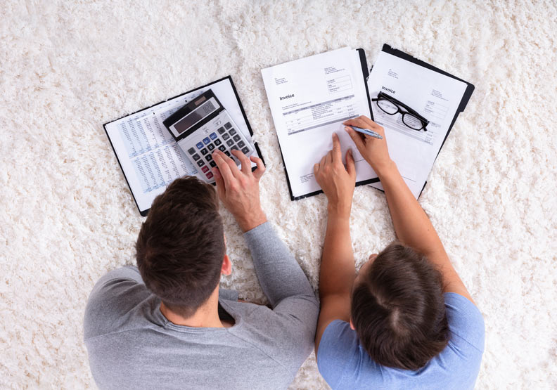 別讓「錢」磨損感情!共同帳戶、婚前協議書…夫妻之間該如何理財?