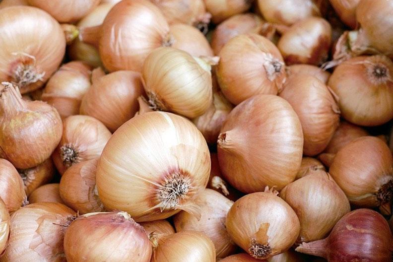 大蒜+洋蔥+糙米大蒜和洋蔥是全穀物(如糙米和全麥麵食)的重要助力,三者一起吃,可以讓人體對鋅的吸收力增加三倍以上。