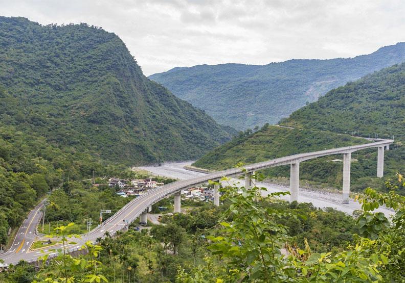用心縫合的破碎公路美到令人屏息!屏東霧台公路將代表台灣出戰世界賽