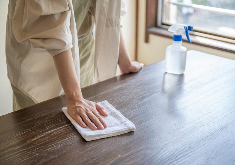 年前大掃除總全身痠痛?復健科醫師從五面項分析正確清掃姿勢