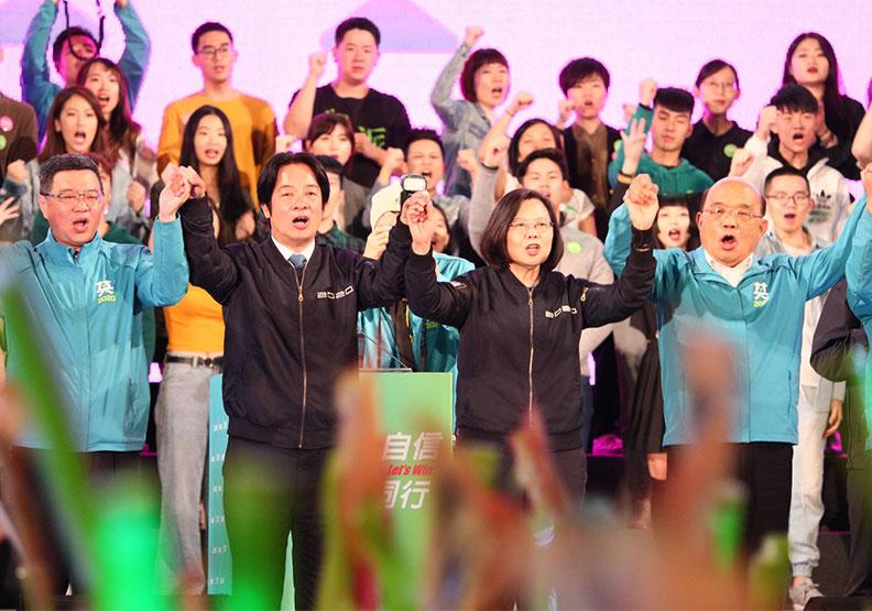 蔡英文拉80位返國青年、600席英眼部隊催年輕人返鄉投票