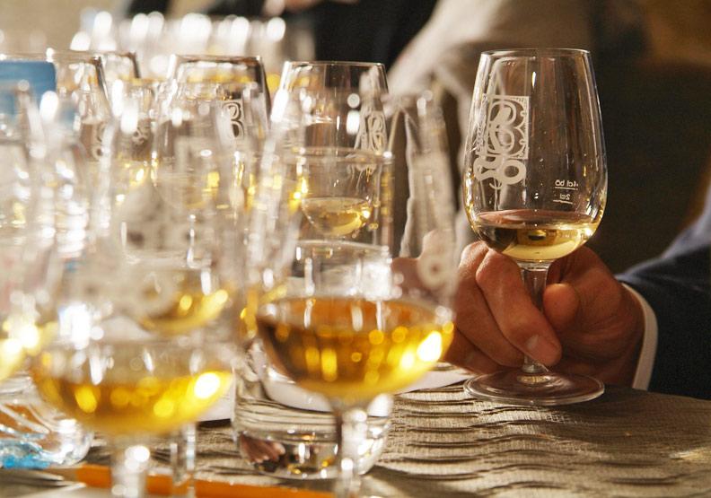 喝酒後睡一覺隔天就沒事?醫師告訴你酒精影響大腦時間長度