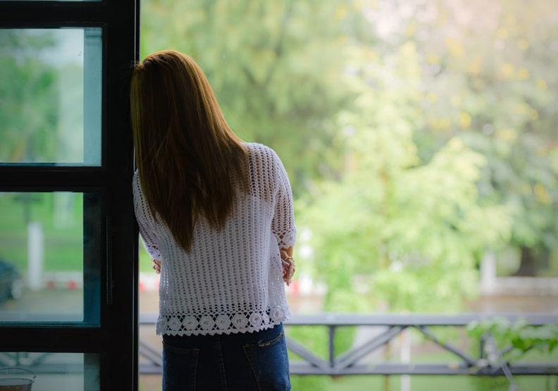 女性更年期情緒變化大,醫:正確治療能改善自律神經失調