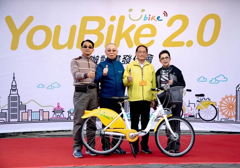 微笑單車公司總經理何友仁、微笑單車公司董事長劉金標、台北市交通局長陳學台和微笑單車公司發言人劉麗珠。