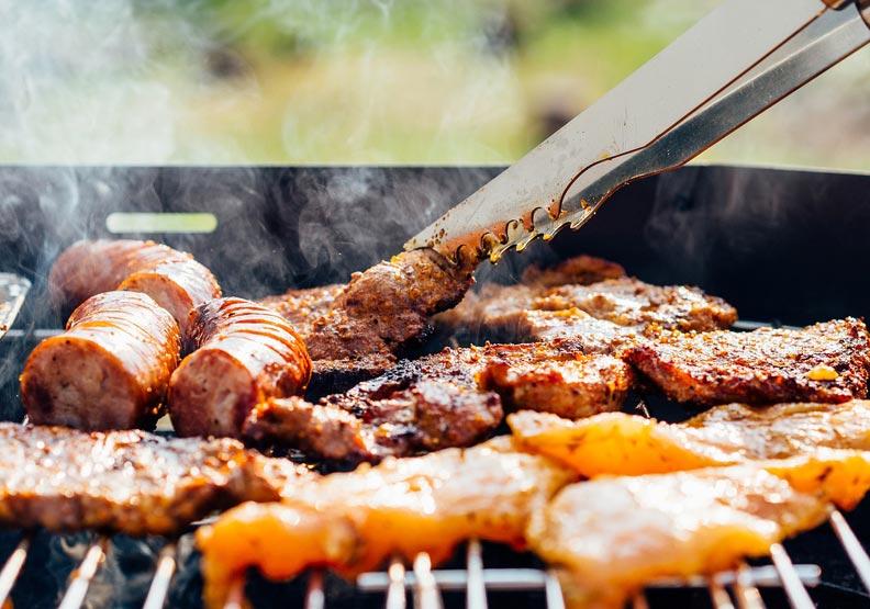 烤香腸、烤魷魚別一起吃?林口長庚顏宗海教中秋烤肉健康9技巧
