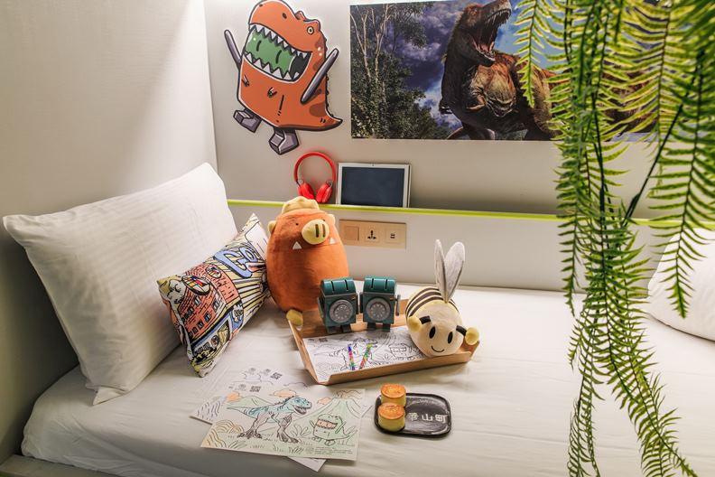 恐龍主題房提供許多專屬設計禮品。(天成飯店集團提供)