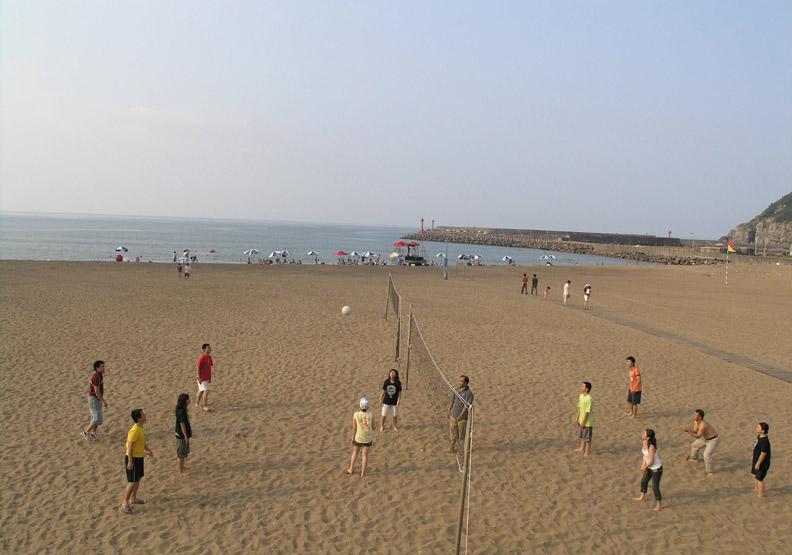 金山青年活動中心旁的沙灘。圖片取自金山青年活動中心粉專