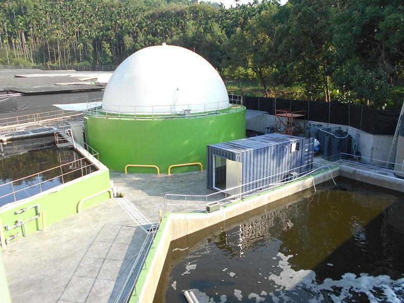 瑞助營造為了推動循環經濟,與業者合作全台首座沼氣發電工程,將豬隻排泄物轉換為沼氣再生能源,為業界開創新的產業契機。