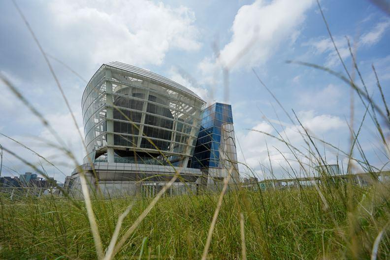 以天燈造型發想、曾在2010年上海世博會大出風頭的台灣館。