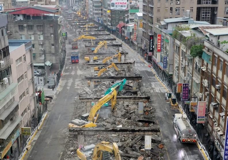 台北市重慶南路高架橋小年夜開拆!進度「如同閃電」