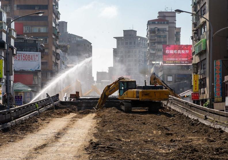 台北市重慶南路高架橋拆除工程。圖片取自柯文哲臉書