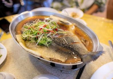魚,蒸的好吃!達人煮出鮮嫩「清蒸魚」的 3 個訣竅