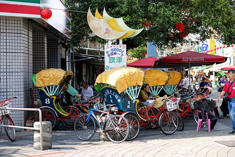 高雄旗津的觀光三輪車。