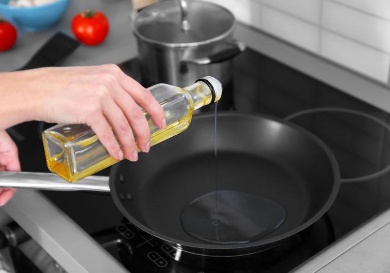 油品過度加熱會變質!抗癌美食家教你如何健康用油