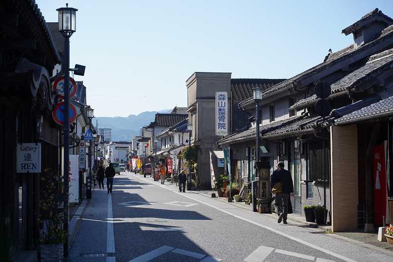 豆田町老街上看不到任何一根電線杆跟電線,保有老街的純粹與清爽。