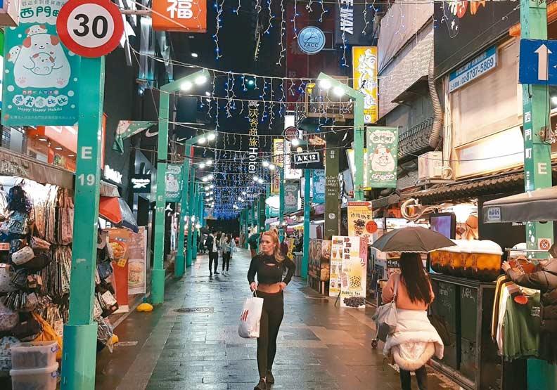 假日商圈突然「變好逛」,台灣觀光業澟冬將至?