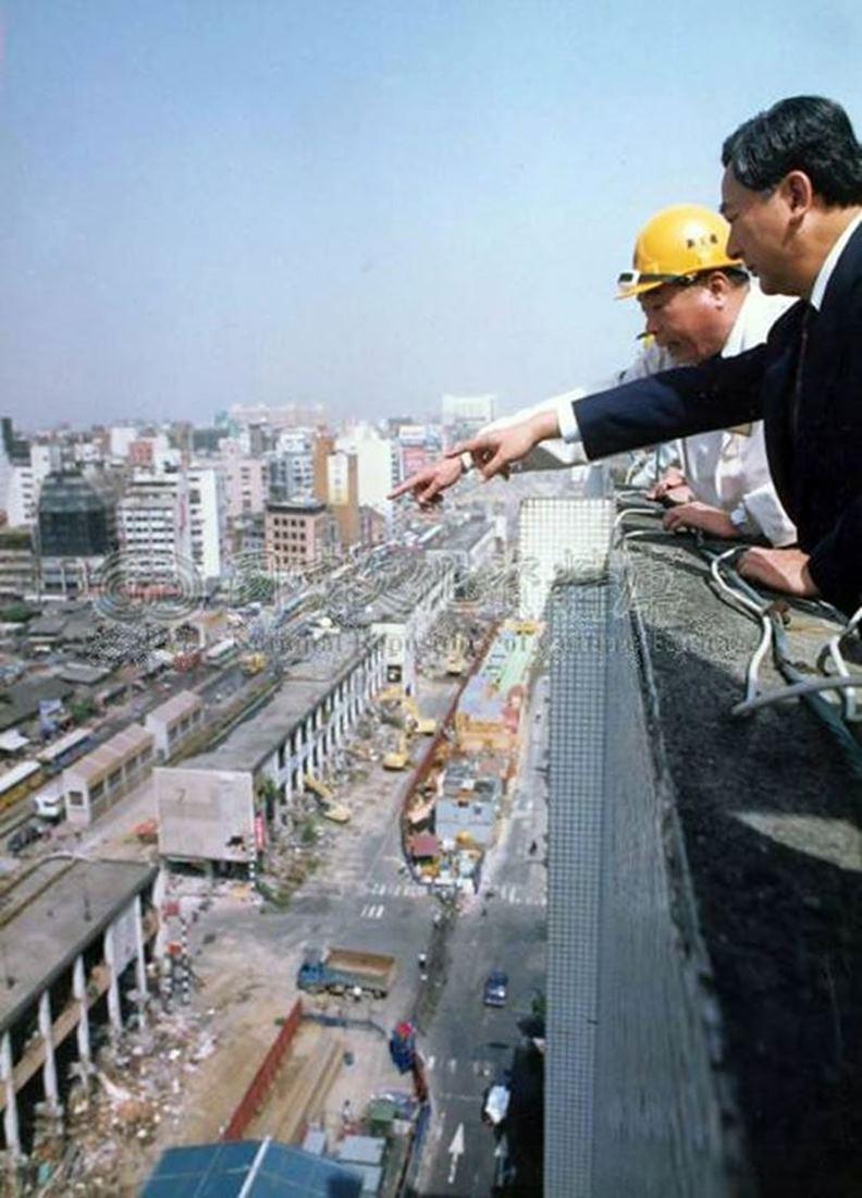 右一為前台北市長黃大洲。(圖片提供:張哲生)