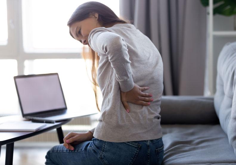 檢查你的日常姿勢!這 7 個常見動作可能就是引起腰痛的原因