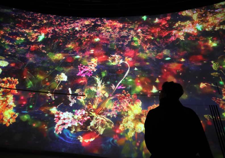 「環˙台中光影燈區」,展出時長約16分鐘的投影,訴說著不同主題。