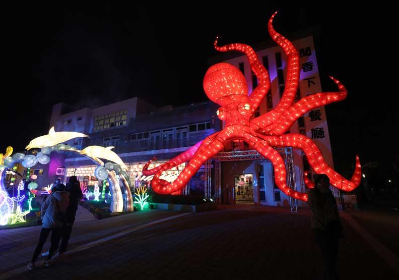「海底世界」中眼睛會眨的15米高章魚。