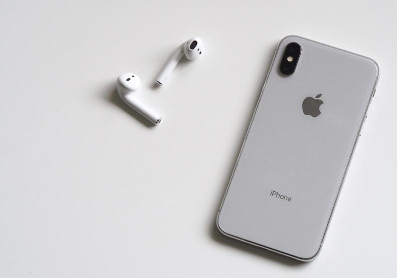 聲音讓手機不再是冰冷的介面而已,還可以成為聊天的工具。圖片來自pexels