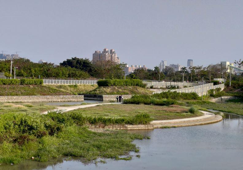 見證高雄水泥業興衰、華麗轉生的「柴山滯洪公園」