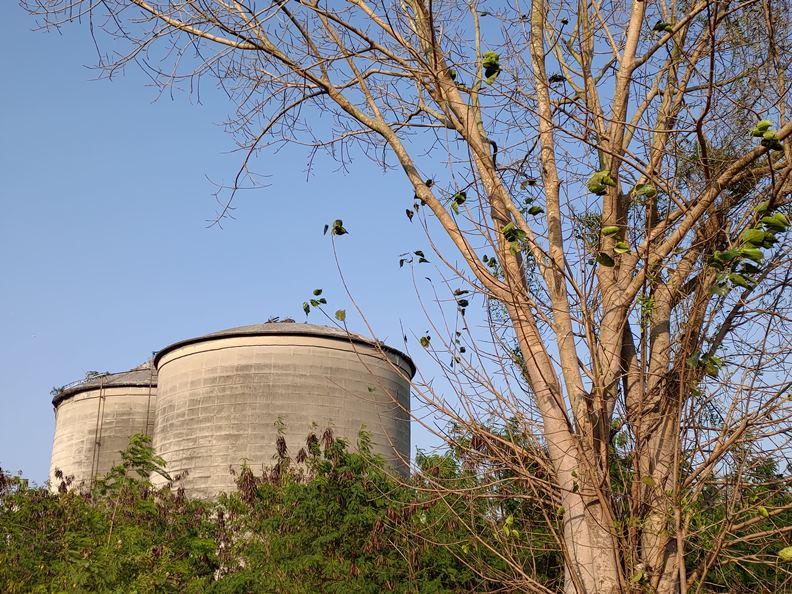 鼓山廠的巨大水泥槽。(圖片提供:楊天豪)