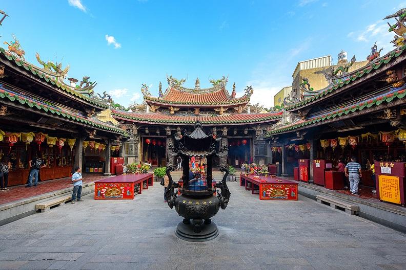 鹿港天后宮充滿驚喜,清朝皇帝的御筆匾額、湄洲祖廟贈與的大靈符、聖母寶璽等,都是國寶級的文物。