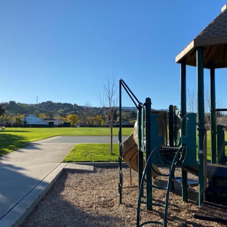 近Apple總部的南灣Cupertino的社區公園,受疫情影響,沒什麼人來散步、運動。作者提供