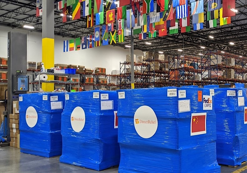 Direct Relief國際救援組織出貨20萬口罩和醫療設備等物資到中國。作者提供