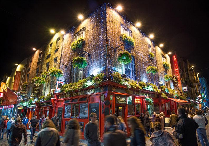 愛爾蘭是酒吧、詩人、劇作家和太多歐洲歌唱家靈感的來源地。取自pixabay