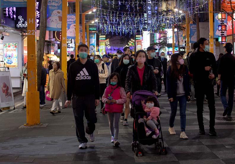 這次疫情也顯著地影響台灣,進而引發「口罩之亂」。