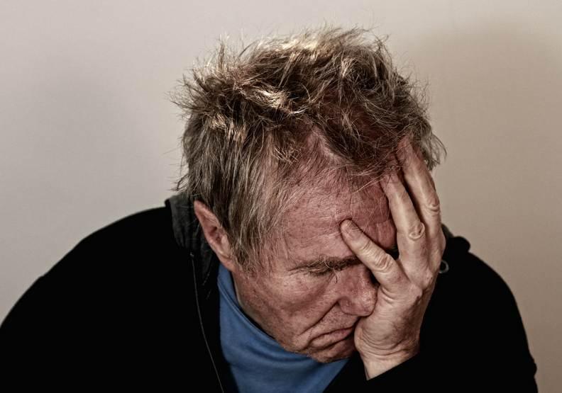 「中年危機」真的存在!研究證實:人生47歲時最悲慘