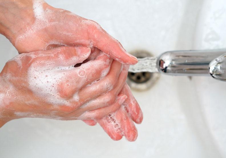 家庭群聚感染案例增加,專家:個人和居家清潔是預防關鍵
