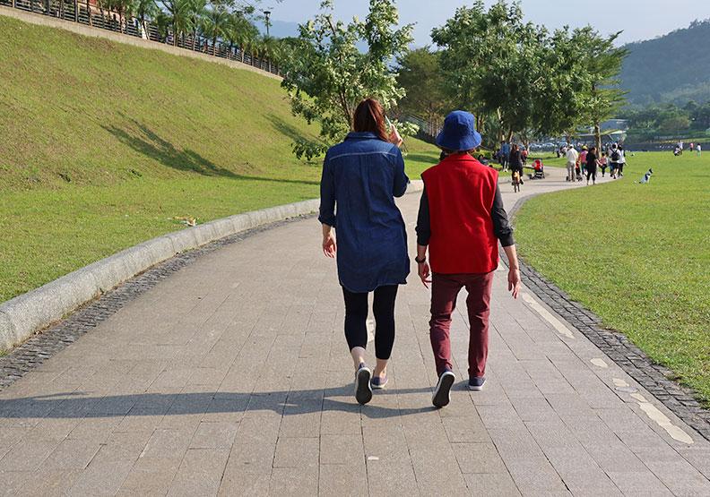 可以快走就不要散步;林耘彤攝。