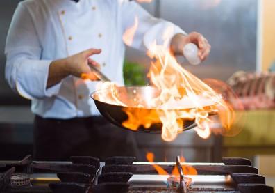米酒下鍋嗆酒後酒精就揮發,但為什麼能讓食物更美味?