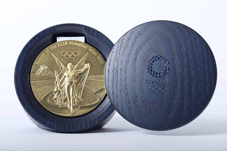 2020 年東京奧組委為每面獎牌配製了專用木盒。(圖取自東京奧組委新聞發布資料)