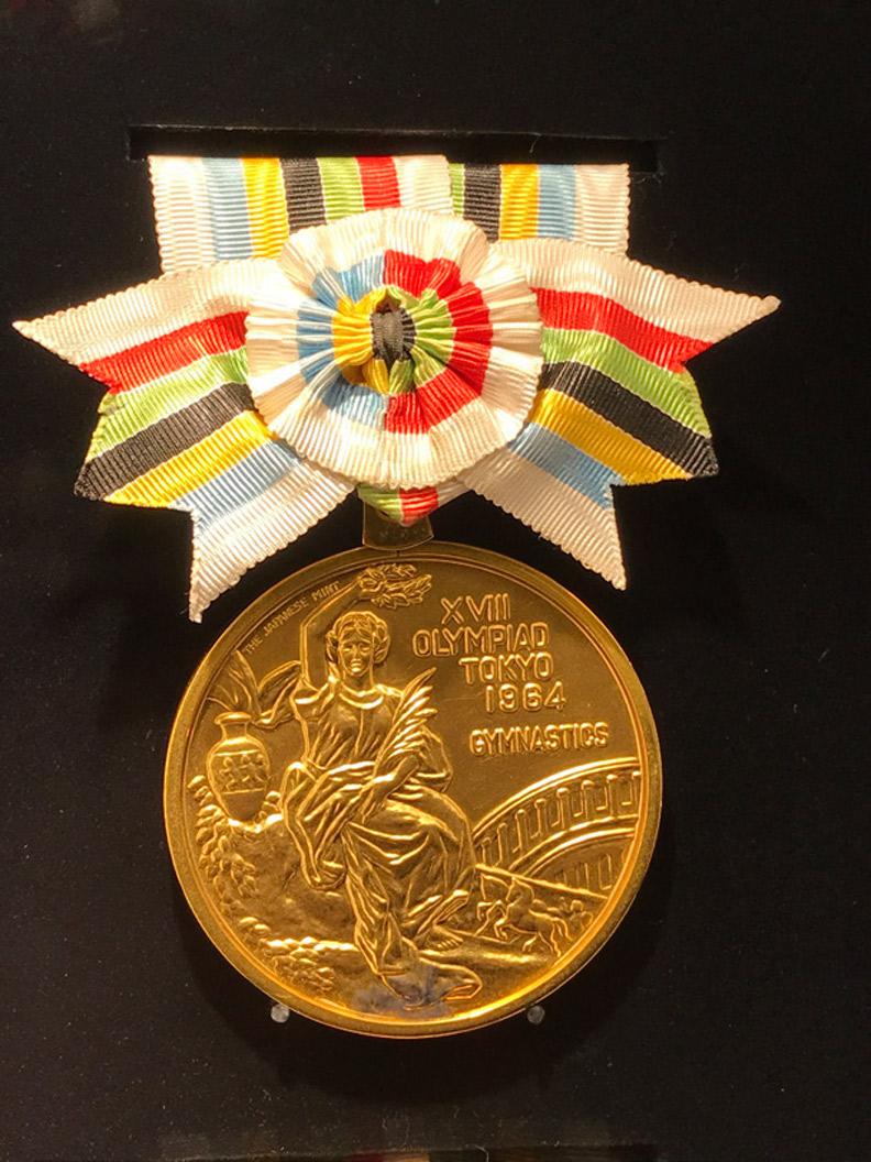 1964 年東京奧運金牌,現陳列於日本奧林匹克博物館。劉善群攝