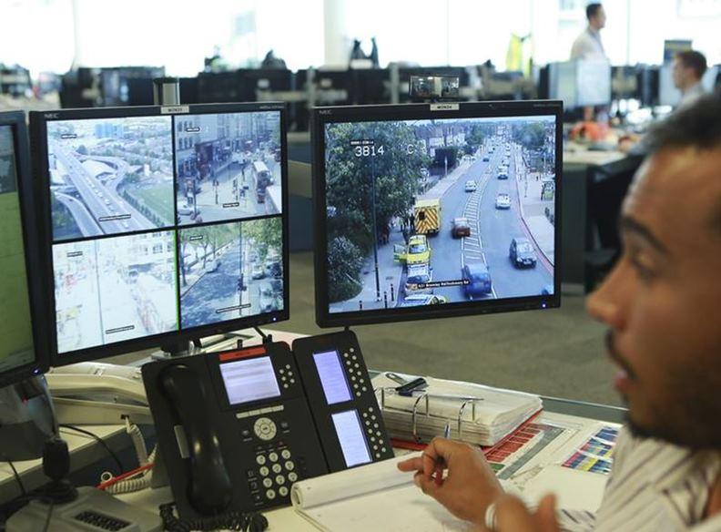 除了協助維持治安,科技監控系統也常被運用於城市交通面向。