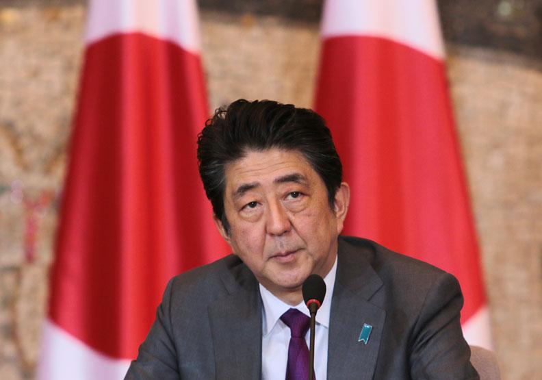 日本首相安倍晉三於4月7日正式提出「緊急事態宣言」。(資料照,取自shutterstock)
