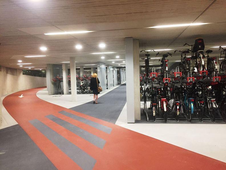 烏特勒支Stationsplein停車場在設計方面下了許多功夫。(圖片來源:Station Utrecht Centraal臉書)