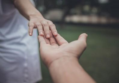 沒有不跌跤的愛情,父母們請給孩子好好告別一段關係的時間