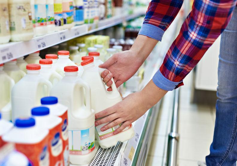 低脂鮮乳營養不比一般鮮乳少!營養師:這 4 種人更適合喝