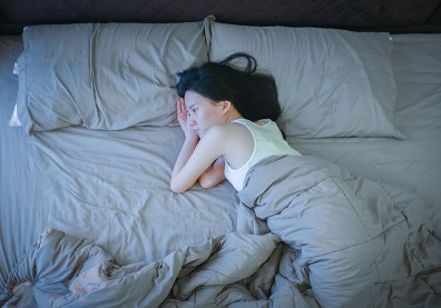 愈想睡愈睡不著,生活壓力讓睡眠亂了套!醫師剖析壓力荷爾蒙分泌 3 階段