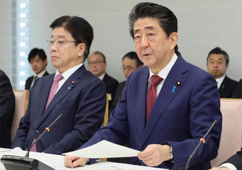 日本政府一開始的輕忽態度,不但讓疫情擴大,更引起各界撻伐。(圖片來源:安倍晉三臉書)
