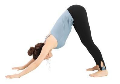 每天一分鐘「下犬式伸展」找回身體柔軟度,還能解決便祕困擾