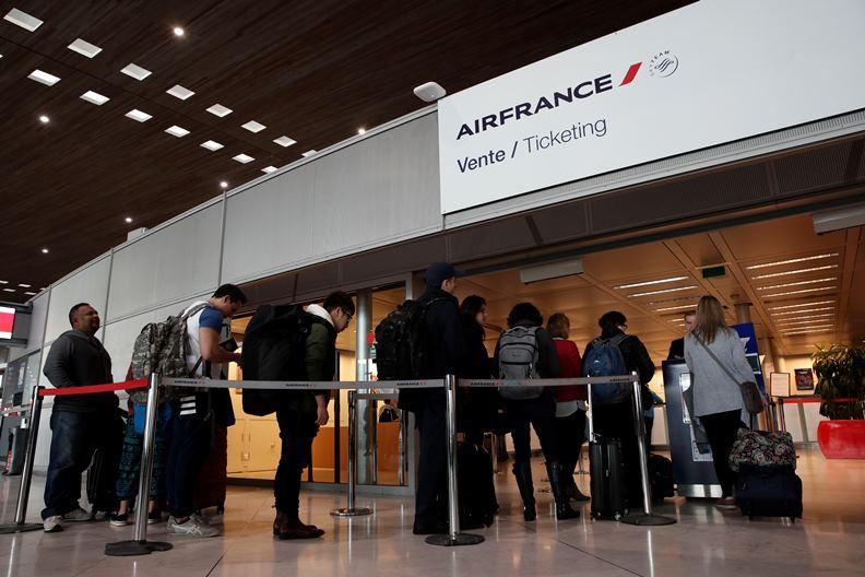 法國政府宣布各級學校停課,許多外籍人士可能會選擇回鄉避難。(圖片來源:達志影像)