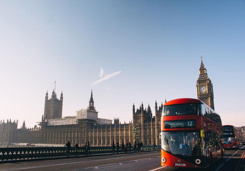 英國準備開徵「數位稅」,不少廠商批評此舉如同重複課稅。(圖片取自Unsplash)